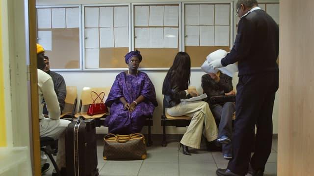 Dans la zone d'attente de l'aéroport de Roissy, en 2003. (photo d'illustration)