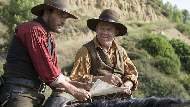 Joaquin Phoenix et John C. Reilly dans Les Frères Sisters