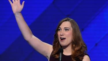 Sarah McBride est la première personne transgenre à être élue à la haute assemblée d'un Etat américain.