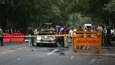 Quatre personnes ont été blessées lundi par l'explosion d'un véhicule diplomatique israélien à New Delhi et un second engin explosif a été neutralisé dans une voiture de l'ambassade de l'Etat hébreu à Tbilissi, en Géorgie. Le Premier ministre israélien, B
