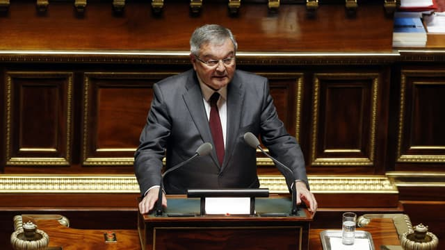 Le sénateur Michel Mercier, lors du vote d'un amendement sur l'état d'urgence, le 16 mars 2016 au Sénat à Paris.