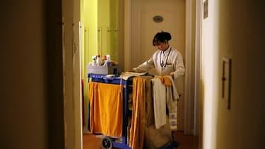 Les télécommandes, ainsi que les interrupteurs des lampes de chevet, figurent parmi les éléments présentant les taux de contamination bactérienne les plus élevés dans les chambres d'hôtel, selon une étude américaine. Des taux de contamination très élevés