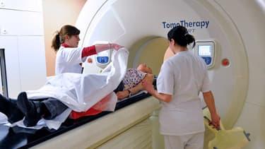 Une patiente atteinte d'un cancer de la thyroïde suivant son traitement