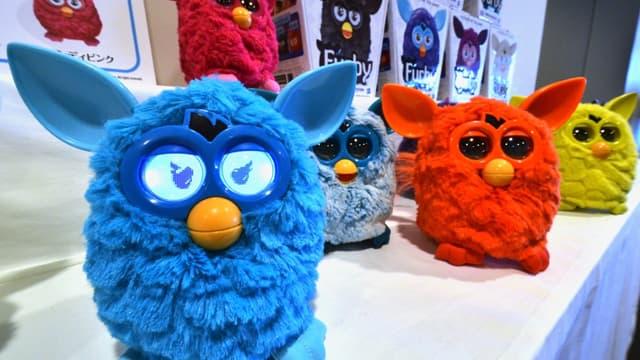 Hasbro est l'éditeur de jeux transgénérationnels comme le Monopoly, mais il fabrique aussi des jouets plus novateurs comme le Furby.