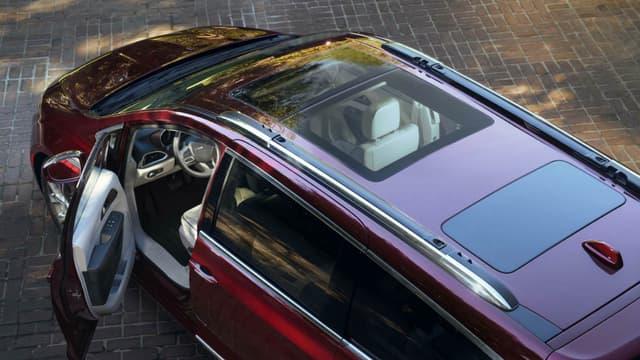 Le véhicule pourrait être une version 100% électrique du monospace de Chrysler, le Pacifica, déjà proposé en version hybride rechargeable.