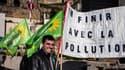 Des militants écologistes manifestent pour la circulation alternée à Lyon, lundi 17 mars.