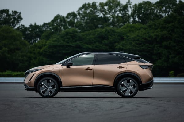 Le crossover 100% électrique affiche un look moderne.