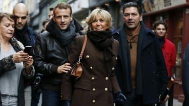 Emmanuel et Brigitte Macron le 1er novembre dernier, en week-end à Honfleur dans le Calvados. - CHARLY TRIBALLEAU / AFP