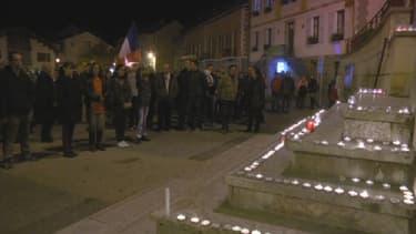 Les habitants du Vernet ont rendu hommage aux victimes des attentats de Paris.