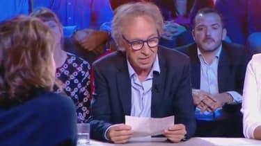 Le romancier et essayiste Pascal Bruckner sur le plateau de l'émission C politique le 22 octobre 2017
