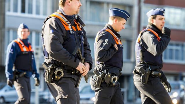 Les policiers patrouillent dans le quartier juif d'Anvers, le 16 Janvier 2015, au lendemain d'une opération antiterroriste.