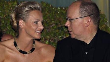 Les téléspectateurs qui ne veulent rien rater des noces du prince Albert de Monaco et de Charlene Wittstock, pourront samedi enfiler leurs lunettes 3D pour suivre en trois dimensions la cérémonie du mariage princier, qui sera diffusée en relief sur les té