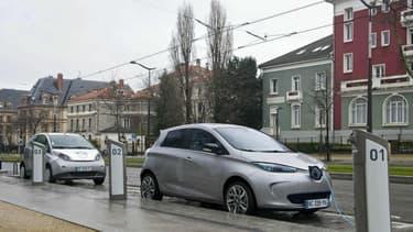 La France prévoit de conserver ses moteurs thermiques en ville en 2050.