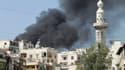 """Colonne de fumée à Alep. La France a commencé à aider des zones contrôlées par les insurgés en Syrie afin que ces """"zones libres"""" puissent s'auto-gérer, et réfléchit à la possibilité de leur fournir des armes afin de les protéger des attaques gouvernementa"""