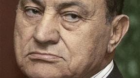 Le directeur de l'hôpital où se trouve Hosni Moubarak a démenti dimanche soir à la télévision égyptienne l'information selon laquelle l'ancien président se trouverait dans le coma comme l'avait annoncé l'avocat de l'ex-chef d'Etat. /Photo d'archives/REUTE