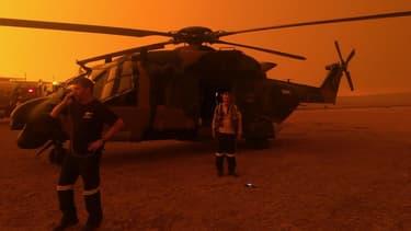 Hélicoptère de l'armée mobilisé dans la lutte contre les feux en Nouvelle-Galles du Sud