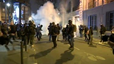 Des centaines de personnes ont manifesté ce mardi à Paris pour protester contre l'article 24 du projet de loi, perçu comme une atteinte à la liberté d'informer.