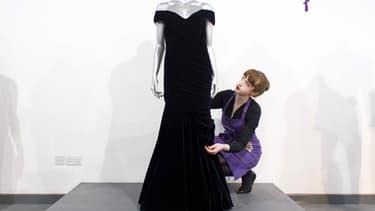 La robe portée par Lady Diana, prise en photo à l'occasion d'une précédente vente en 2013