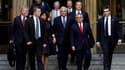 Dominique Strauss-Kahn quitte le tribunal de New York aux côtés de sa femme Anne Sinclair et de ses avocats. La justice américaine a abandonné mardi les poursuites pour agression sexuelle et tentative de viol qui pesait contre l'ancien patron du FMI. /Pho
