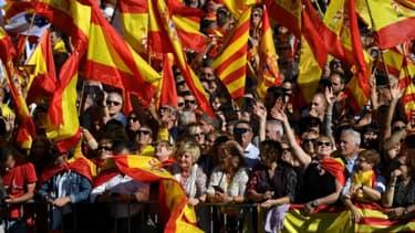Manifestation pour défendre l'unité de l'Espagne, à Barcelone, le 29 octobre 2017, deux jours après la déclaration unilatérale d'indépendance du Parlement régional catalan