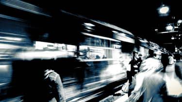 Les usagers du métro et du train font en moyenne 1.000 pas de plus chaque jour que les automobilistes - 27 janvier 2016