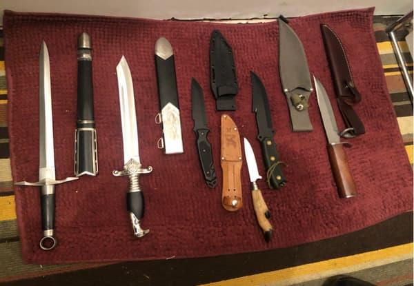 Des couteaux retrouvés chez la personne interpellée