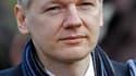 Julian Assange, à son arrivée au tribunal de Belmarsh, à Londres. La justice britannique a accepté jeudi l'extradition du fondateur de WikiLeaks en Suède, où il est accusé de viol. /Photo prise le 24 février 2011/REUTERS/Stefan Wermuth