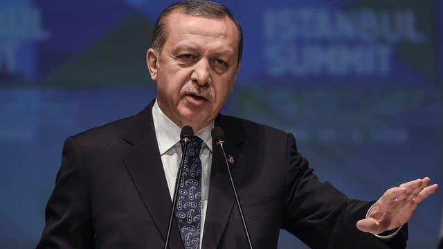 Le président turc Recep Tayyip Erdogan en conférence de presse, le 15 avril 2016.