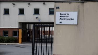 Centre de rétention administrative du Mesnil Amelot