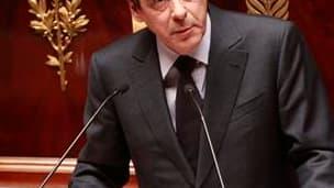 Il n'y aura ni dépenses publiques supplémentaires pour relancer la croissance ni hausse d'impôt, a promis François Fillon, lors de son discours de politique générale devant l'Assemblée nationale. /Photo prise le 24 novembre 2010/REUTERS/Jacky Naegelen