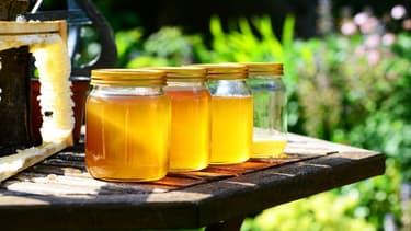 Une livre de miel coûte au producteur américain entre 1,75 et 1,85 dollar alors que les Chinois l'exportent à moins d'un dollar (image d'illustration).