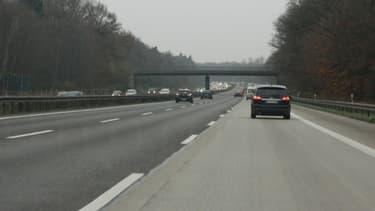 Un futur système de péage outre-Rhin prévoit l'instauration d'une vignette annuelle pour les routes et autoroutes nationales pour les voitures particulières.