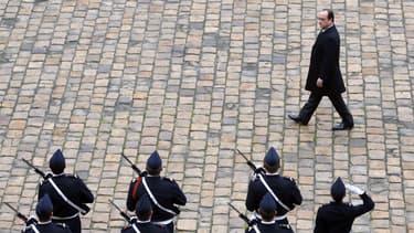 François Hollande présidera mardi aux Invalides l'hommage national aux neuf soldats français qui ont péri la semaine dernière dans le crash d'un F-16 grec sur une base aérienne espagnole.