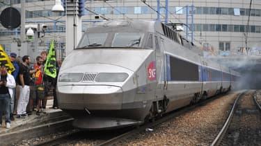 Un train de la SNCF bloqué en garde de Montparnasse au mois de juin 2014