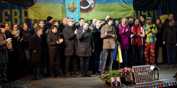 Place de l'indépendance à Kiev, lecture des nominations pour un gouvernement pro-européen conduit par Arseni Iatseniouk, le 26 février 2014.