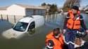 A Aytré, en Charente-Maritime. Les opérations de secours et les recherches se poursuivent dans les zones touchées par la tempête Xynthia, qui a fait 52 morts, selon un bilan provisoire. /Photo prise le 2 mars 2010/REUTERS/Régis Duvignau