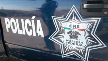 Au Mexique, quatre hommes armés circulant à bord d'un faux véhicule de police ont été interpellés grâce à une faute d'orthographe imprimée sur leur véhicule