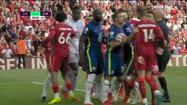 Début de bagarre lors de Liverpool-Chelsea