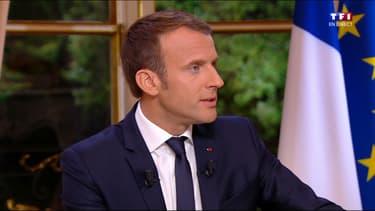 Emmanuel Macron, dans son bureau présidentiel.