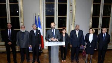 Edouard Philippe et les membres du comité des signataires de l'Accord de Nouméa le 2 novembre 2017 à Paris