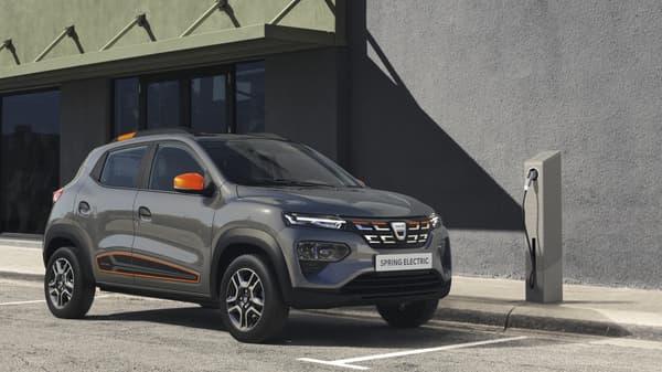 Le Groupe Renault a dévoilé la version de série de la Dacia Spring, sa citadine électrique low-cost.