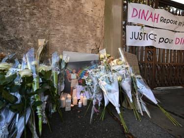 Hommage à Dinah devant les portes du lycée Lambert à Mulhouse.