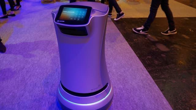 Le robot hôtelier Relay sur le salon Viva Technology le 30 juin 2016.