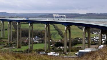 """Le viaduc Echinghen, près de Boulogne-sur-Mer, sur l'auoroute A16 exploité par la SANEF est considéré comme étant """"gravement altéré"""" par le ministère des Transports en 2018."""