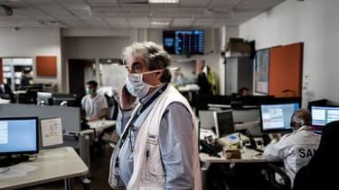 Un médecin du Samu à l'hôpital Edouard Herriot de Lyon, mars 2020.