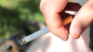 Un salarié fumeur coûterait 4.600 euros de plus qu'un non-fumeur à son employeur.