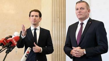 Le chancelier autrichien Sebastian Kurz  et le ministre autrichien de la Défense, Mario Kunasek.