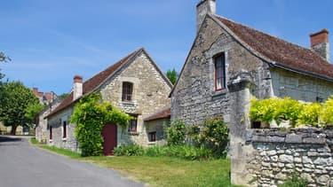 Le soleil, la verdure, les belles pierres ... mais c'est aussi l recul des prix de l'immobilier et un euro plus faible qui ont convaincu les Britanniques d'acheter en France.