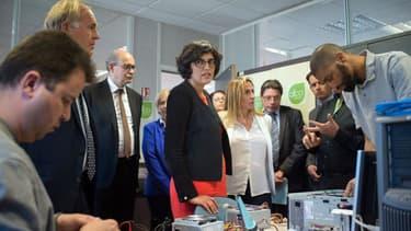 Myriam El Khomri, la ministre du Travail, en visite dans un centre de formation des adultes, à Marseille.