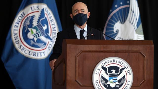 Le Secrétaire à la Sécurité intérieure Alejandro Mayorkas s'exprime depuis l'aéroport Ronald-Reagan de Washington, le 25 mai 2021